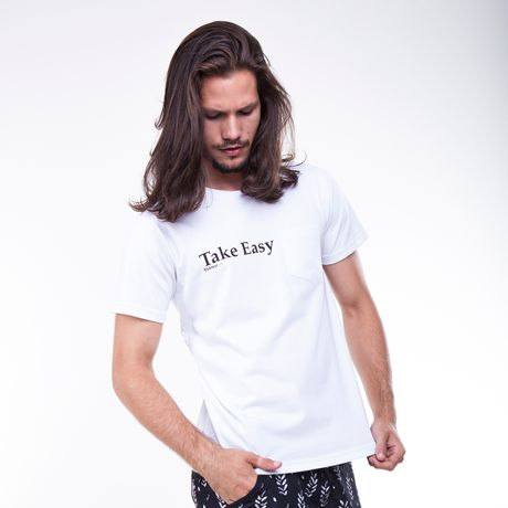 Camiseta-Basica-com-Bolso-Take-Easy